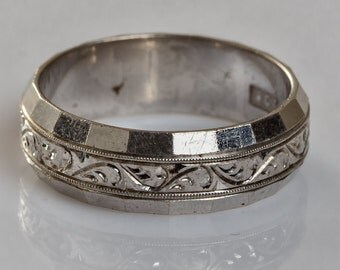 9 ct solid white gold wedding ring with an engraved design