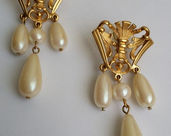 Vintage Avon ROYAL CREST Gold Tone Faux Pearl Victorian Retro Post Stud Dangle Earrings