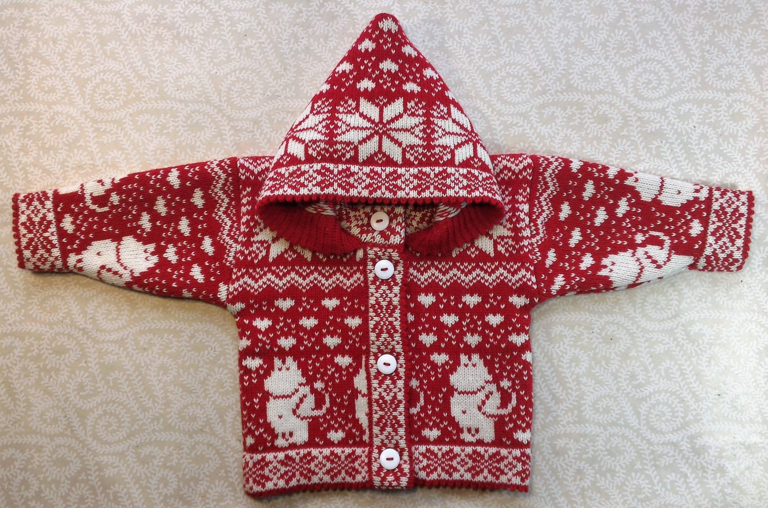 Moomin Knitting Pattern : Trendy winter cardigan for children with moomin pattern and