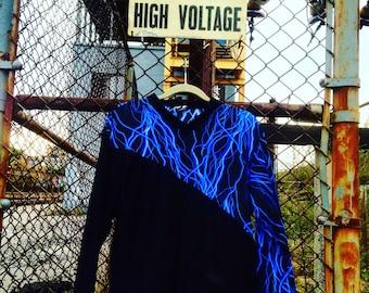 Electric slash pullover