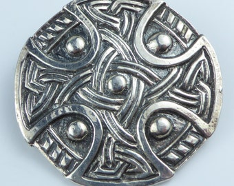Silver brooch with nice celtic design - Fully hallmarked 1968