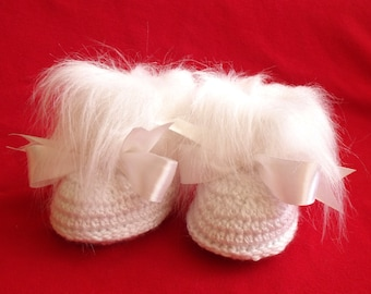 White baby boots Crochet Baby Ugg Style Infant shoes Boots Baby winter boots Faux fur Baby booties Sizes 0-3 3-6 6-12 Months