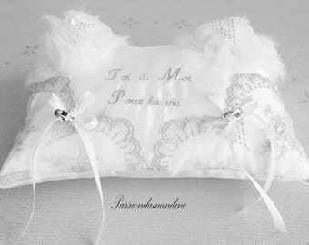Cushion embroidered alliances Toi & Moi for life with tulle and flowers