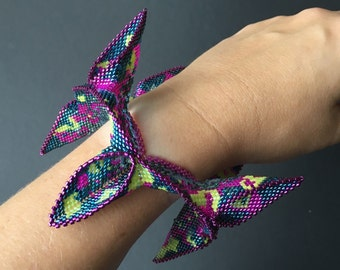 Abstract folded beadwoven bangle