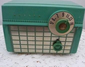 Philco D593 tube type AM radio