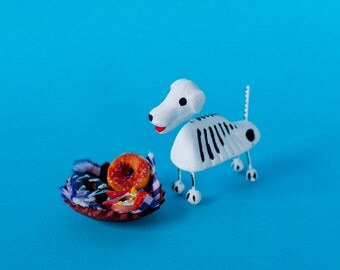 Day of the Dead skull to offering dog / miniature bread basket