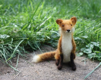 Needle felted seated Red Fox