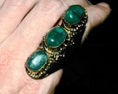 Green agate saddle ring with hearts