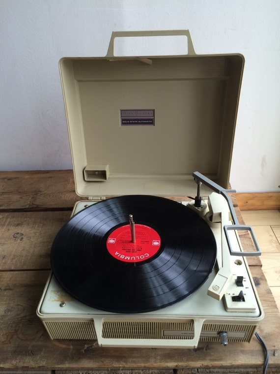 Uber Cool & Retro General Electric Record Player