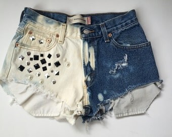 Vintage 550 relaxed fit levi's cut off bleached and frayed high waisted shorts