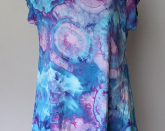 Tie dye Women's tunic size Small Ice Dye blouse boho indie festival fashion style - Jessamine Blue bullseye