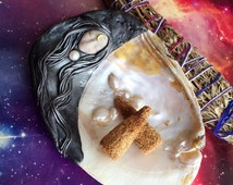MTO. Wicca Sage Goddess Smudge Kit w Moon Goddess in Shell, Labradorite. Sage or Palo Santo. Pagan Wiccan Witchcraft. Wiccan Altar. Moon god