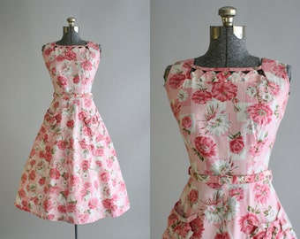 Vintage 1950s Dress / 50s Cotton Dress / Pink and White Floral Dress w/ Original Belt S/M