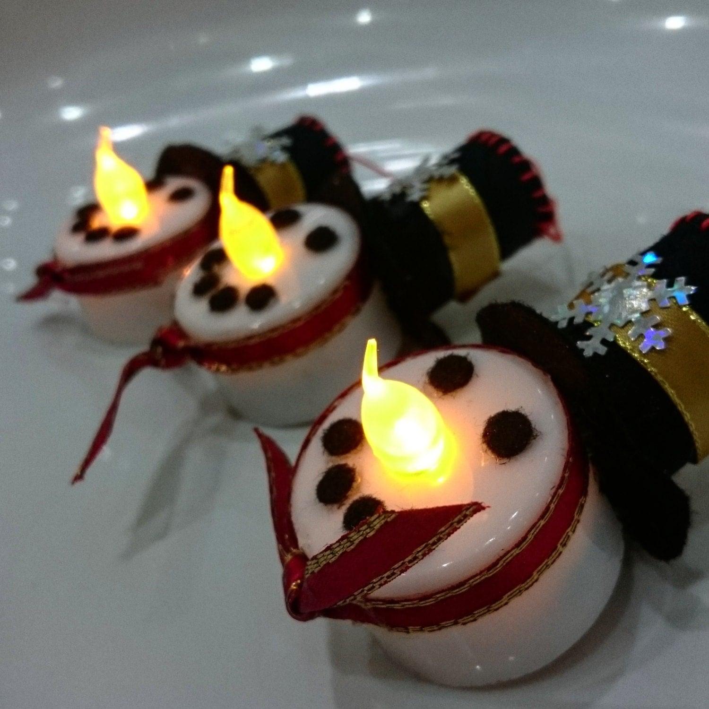 Snowman led tealight decoration for Decoration porte bonhomme de neige