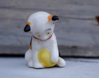 Calico Cat, Cat Figurine, Ceramic Calico Cat, Cat Playing with String, Cat with Red Bow, Playing Kitten Figurine, Playing Cat Figure