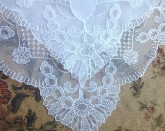 VINTAGE LACE HANDKERCHIEF. Lace - Embroidered Net Lace. Wedding handkerchief.