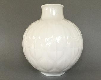 Eschenbach Bavaria 1232 / 21  large Op Art design  Mid Century Modern white porcelain ball vase with  leaf decor,  1960s Germany vase.