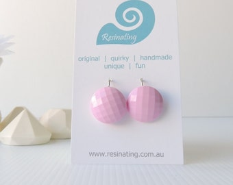 ELEGANT FACETS - classic pink facetted earrings handmade in resin
