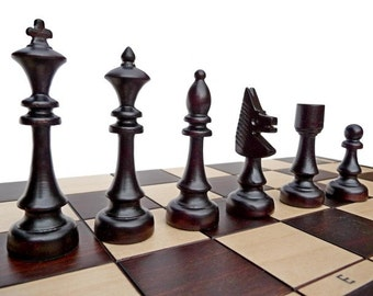 Stylish Wooden Chess Set - Hand-Crafted 48x48cm, Gift Idea