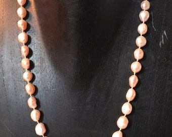 Delicate freshwater peearl necklace