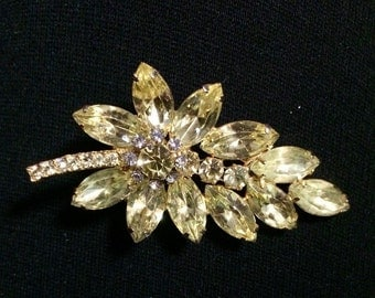 Juliana (DeLizza & Elster) Yellow Leaf Brooch / Pin