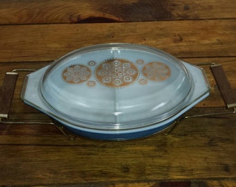 Vintage  Pyrex casserole dish with stand
