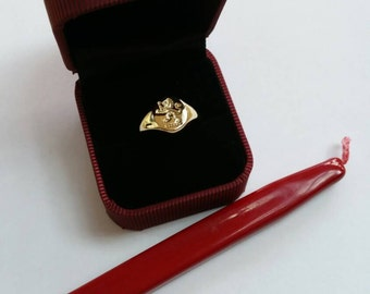 Seal engraved gold signet ring