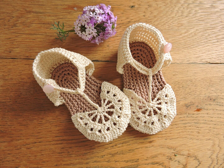 Cream baby sandals crochet pattern. Baby by projectfirstchild