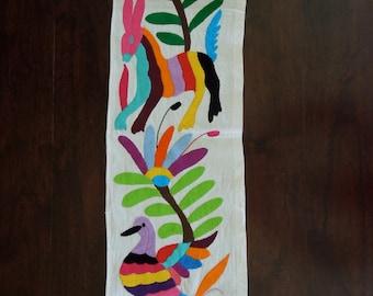 "Hand embroidered Otomi Table Runner ""Tira"""