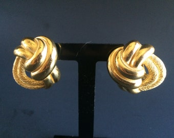 1980s Christian Dior Brushed and Polished Gold Tone Interlocking Clip-On Earrings