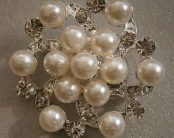 B253) A lovely silver tone metal faux pearl cluster and rhinestone brooch