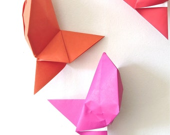 Mobile geometric origami fishes
