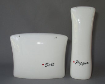 Lagardo Tackett Kenji Fujita for Freeman Lederman MCM salt pepper shakers white black lettering red dot hi lo Japan Modern LeGardo RARE