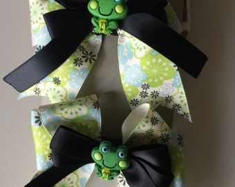 Blue and green flower bow set with frog accent