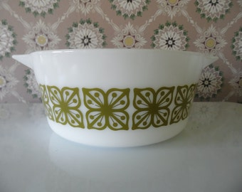Pyrex 2 1/2 QT Baking Dish With Green Square Flowers, Verde, Dutch Clover, # 475 B Casserole