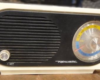 Vintage Realistic AM/FM Radio