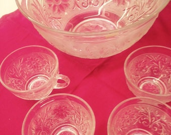 Sandwich Glass Punch Bowl with 4 Cups - Great Party Idea