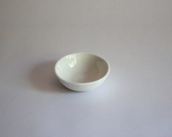 Soft series condiment dish in 'vanilla'