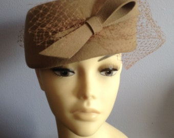 Vintage brown pillbox hat with veil - Made in Canada - 20% off