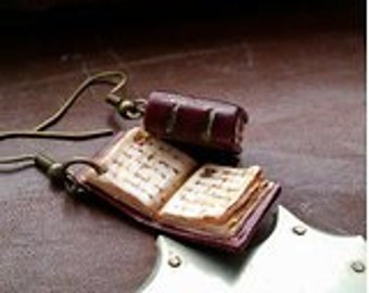 Old book earrings - Couleur-lavande polymer clay jewelry