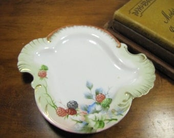 Swirl Shape Trinket Dish With Berries D-53