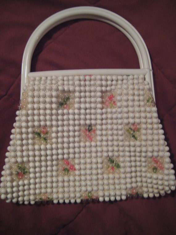 Pretty VTG Beaded Bag with Lucite Frame