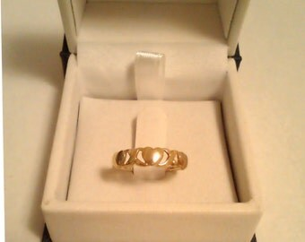 10K yellow gold hearts band ring - Size 5