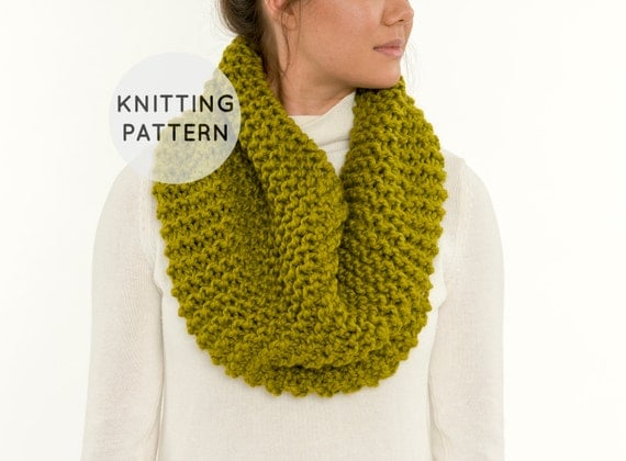 Knitting Pattern For Beanies : KNITTING PATTERN Chunky Knit Infinity Scarf Knitted Basic