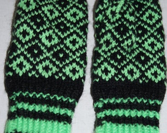 Vintage 1950's - Baltic Handmade Nordic Pattern Latvian Wool Mittens in Green and Black