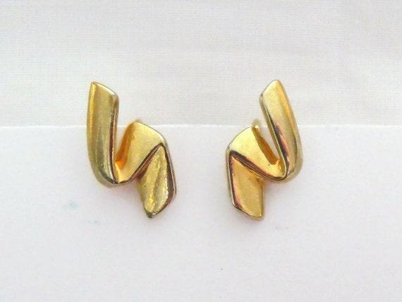 pretty little vintage gold tone earrings, 1980's retro dainty slash earrings,  retro costume jewellery