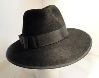 Woman's Classic Velours Felt Fedora Hat