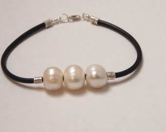 Bracelet in Sterling Silver, White Freshwater Pearls and Black Rubber Cord