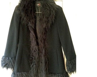 Vintage winter Black Coat with Faux fur Collar /faux fur Black Coat / Black Woman Wool Coat / Medium