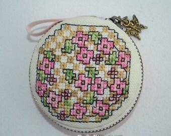 Macaroon jewelry purse,hand cross stitch on linen,6.5 cm.